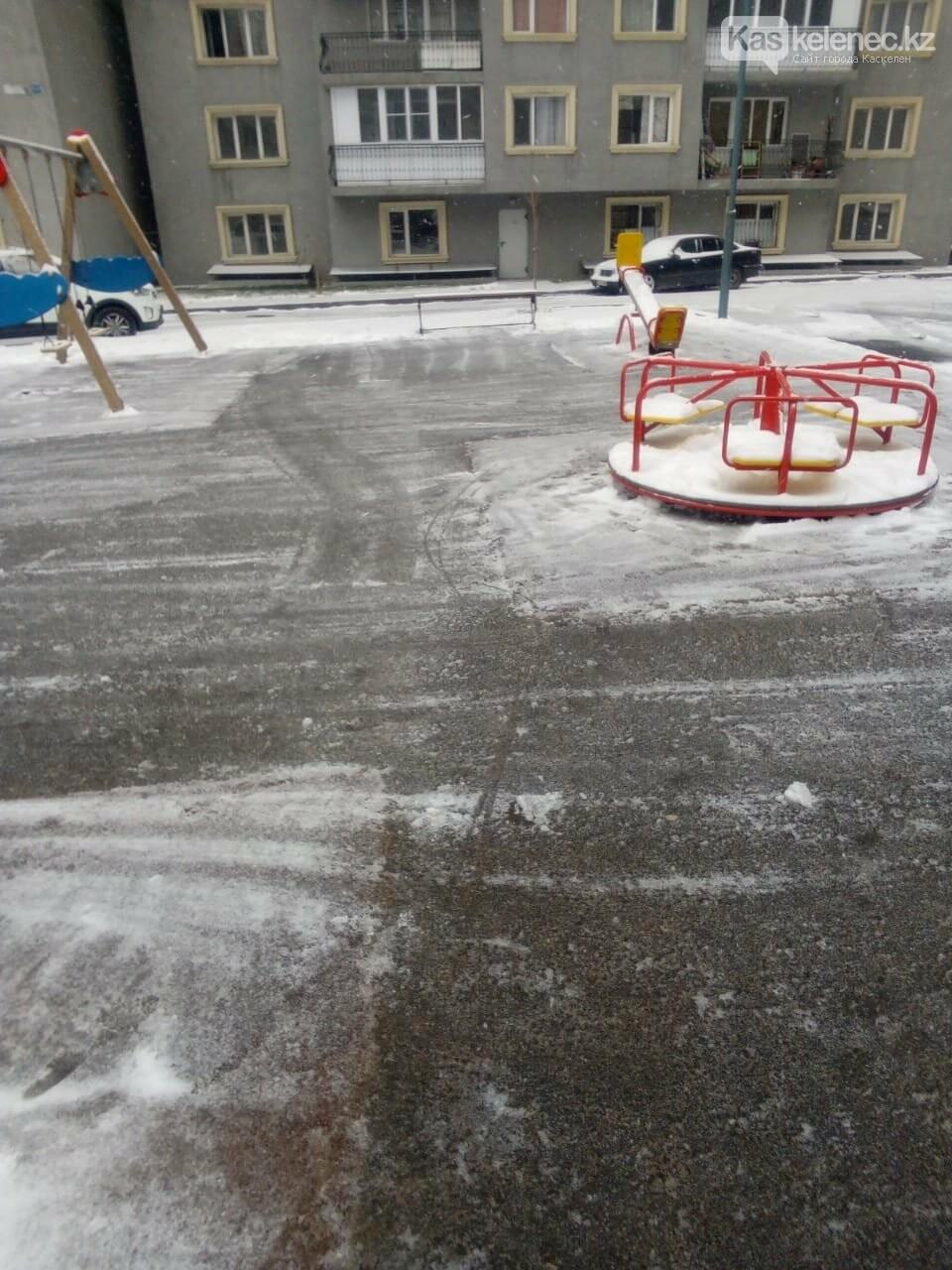 Борьба со стихией: восемь сантиметров снега выпало в Алматы, фото-1