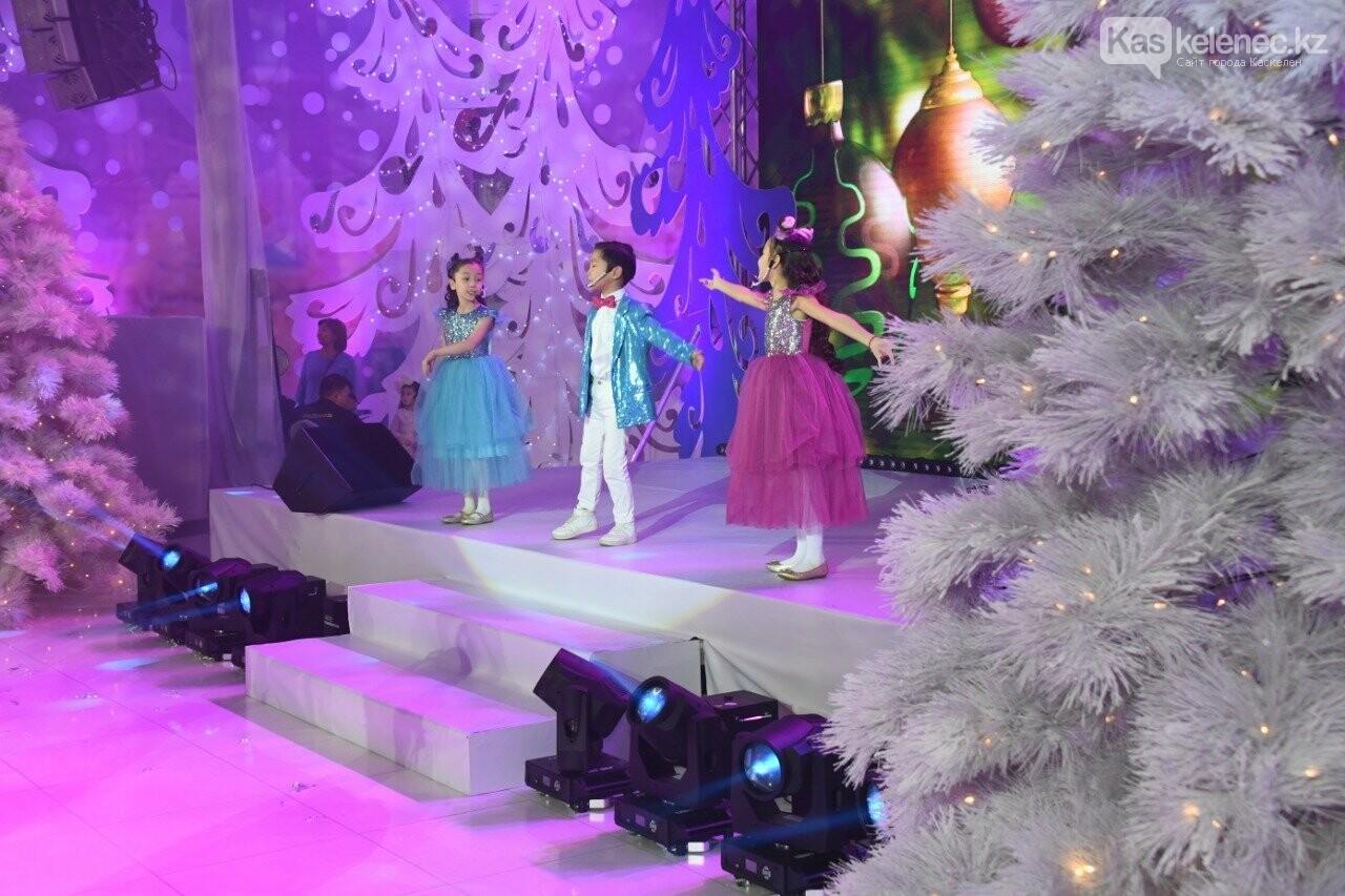 Более 200 воспитанников детских домов пришли на президентскую елку в Алматы, фото-2