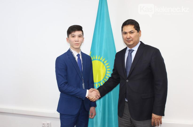 15-летний чиновник появился в Казахстане, фото-1