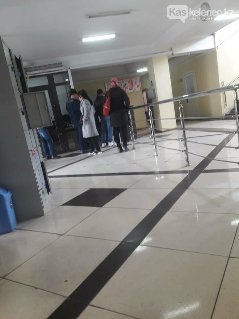 Аким Карасайского района Далабаев не принял сирот, претендующих на жилье от государства, фото-1