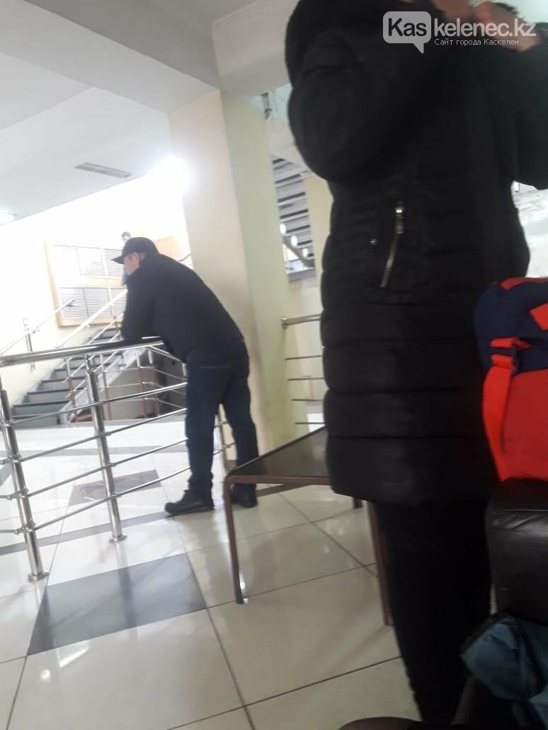 Аким Карасайского района Далабаев не принял сирот, претендующих на жилье от государства, фото-3