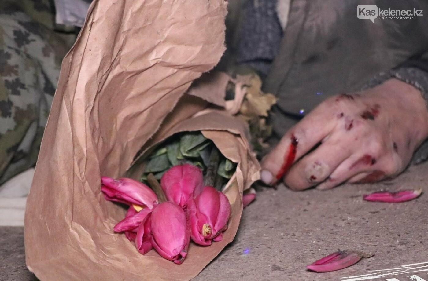 Мужчину с букетом тюльпанов сбили насмерть на Каскеленской трассе, фото-1