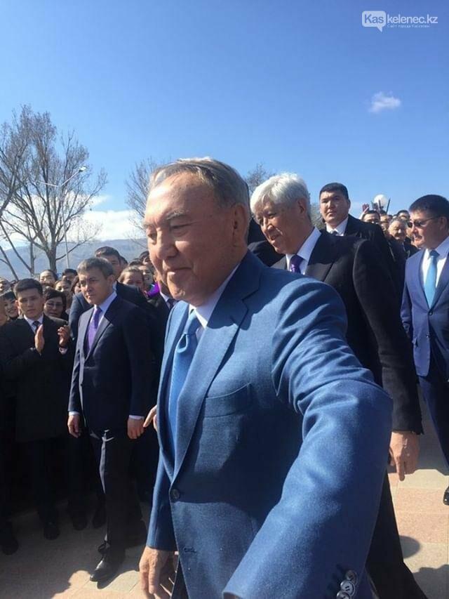 Около трех тысяч человек встретили Назарбаева на его Родине, фото-4