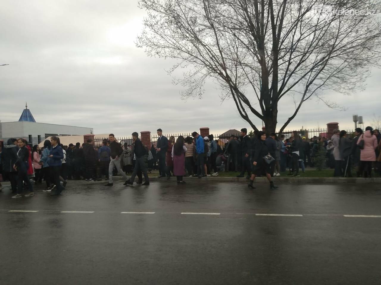 Около трех тысяч человек встретили Назарбаева на его Родине, фото-1