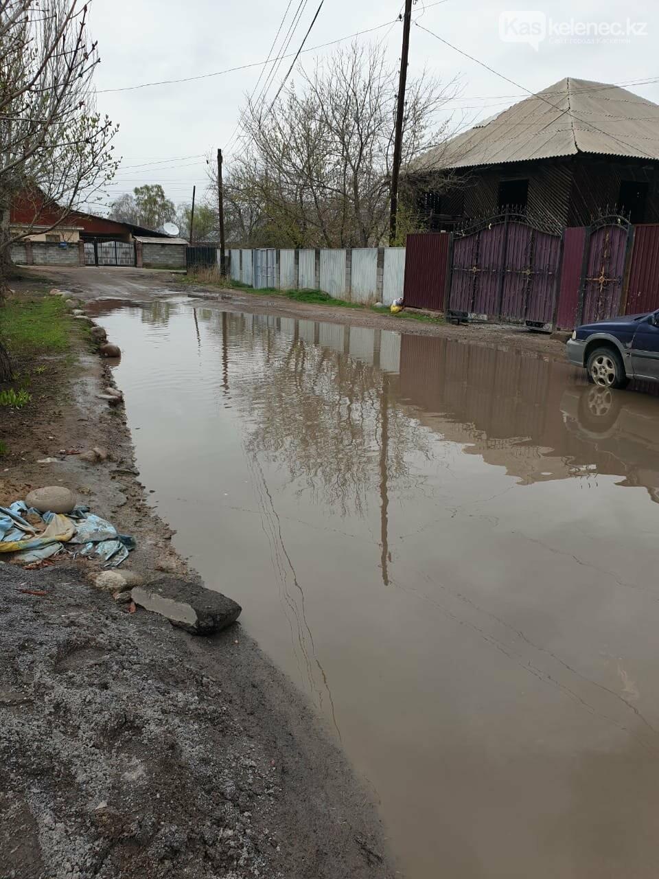 Байжарасовское озеро: после дождей на улицах Каскелена появляются новые водоемы, фото-4