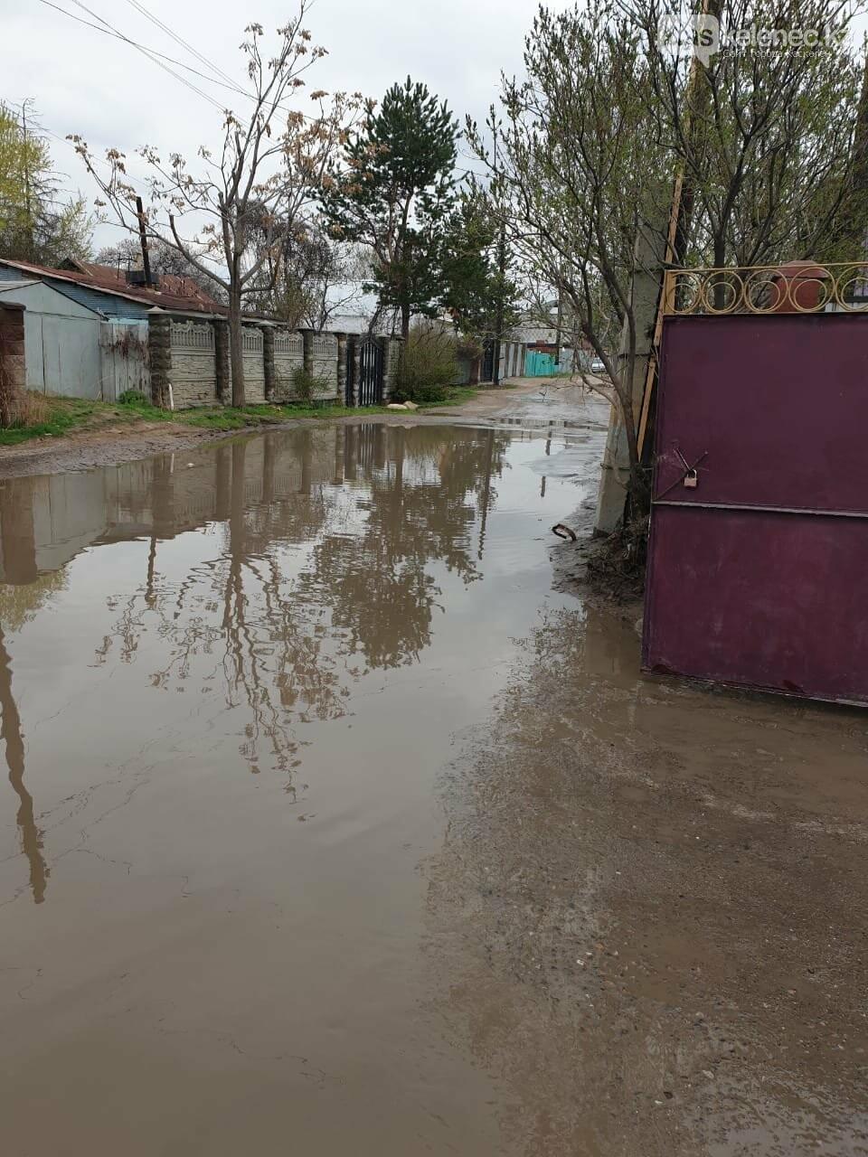Байжарасовское озеро: после дождей на улицах Каскелена появляются новые водоемы, фото-5