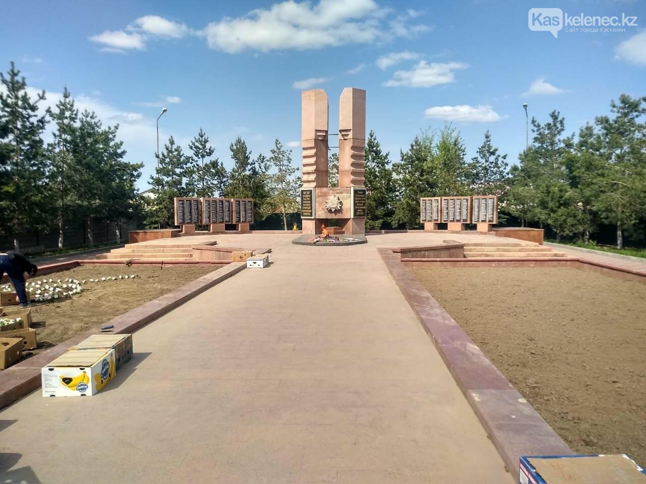 Рядом с оскверненным памятником жертвам ВОВ в Каскелене поставят охрану, фото-1