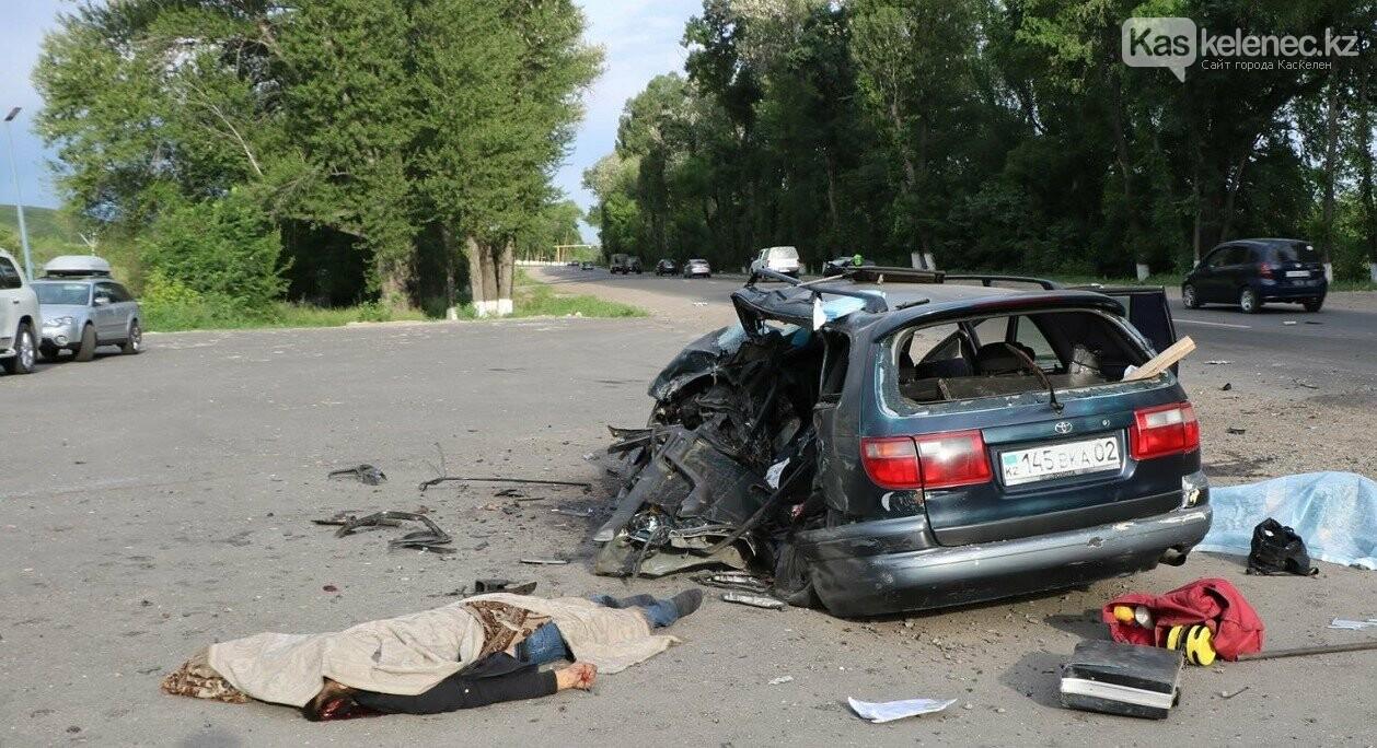 Двое скончались, трое в больнице: жуткое ДТП произошло на Талгарской трассе, фото-1