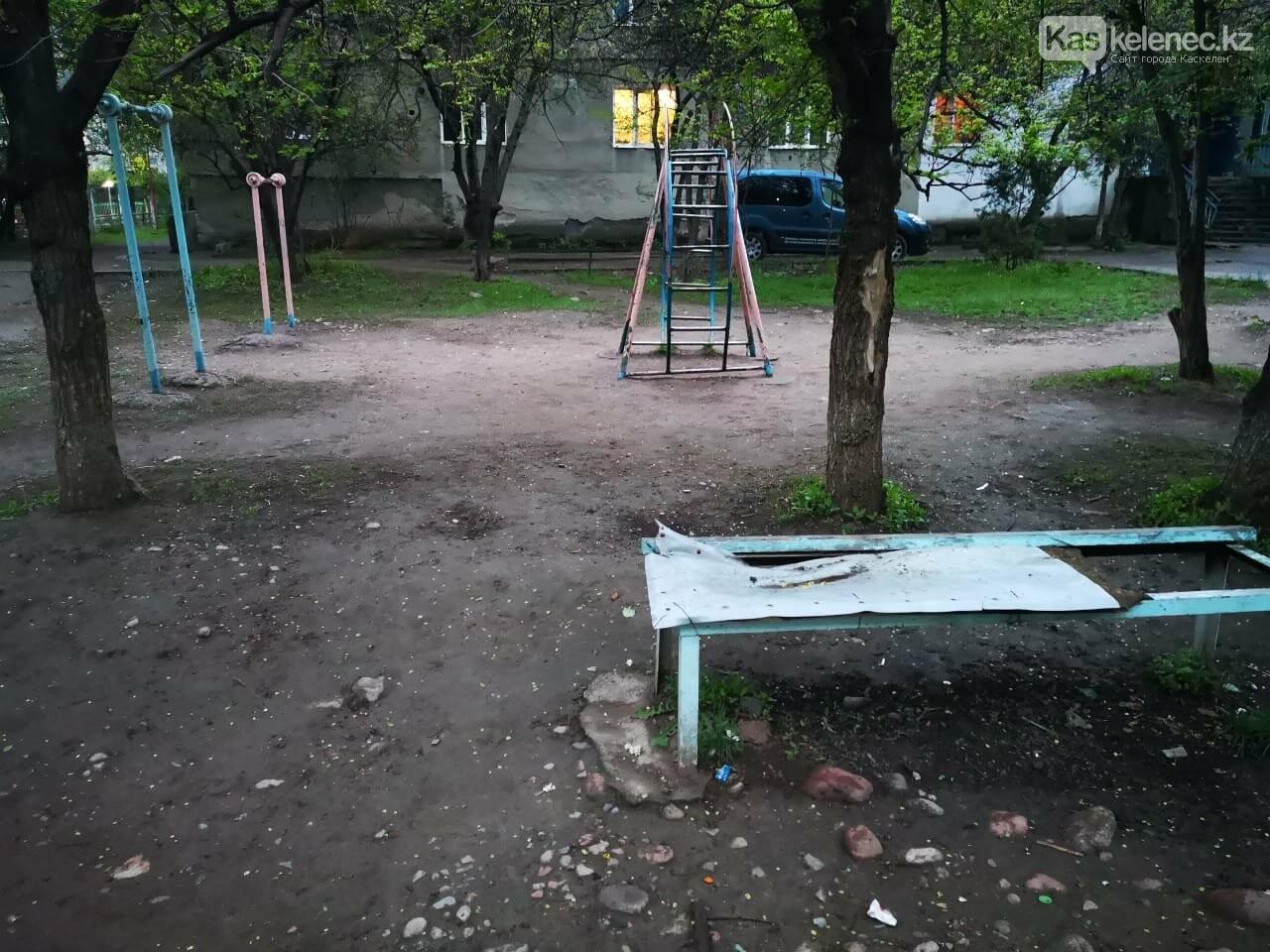 Когда акимат вспомнит о нас? - три года жители Каскелена ждут ремонта в своем дворе, фото-6