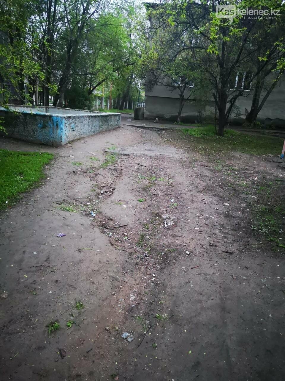 Когда акимат вспомнит о нас? - три года жители Каскелена ждут ремонта в своем дворе, фото-5