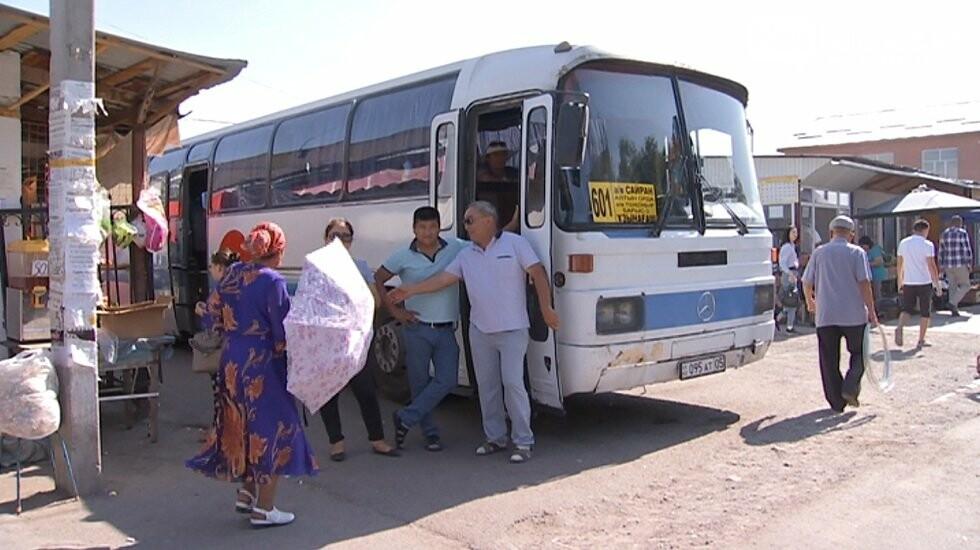 Женщина выпала из движущегося автобуса и погибла в Карасайской районе, фото-1