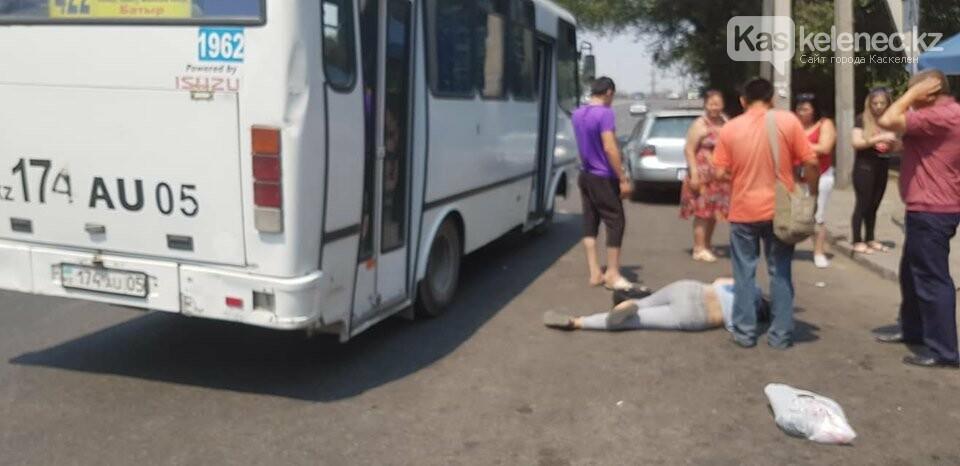 Девушка выпала из пригородного автобуса в Алматы: что говорят очевидцы, фото-1