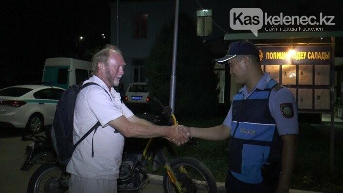 У путешественника из Германии угнали мотоцикл: полиция нашла его в Каскелене, фото-1
