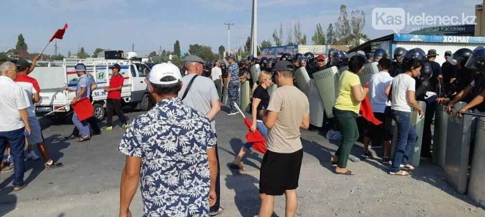 Появилось видео разгона митингующих в Бишкеке, фото-1