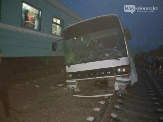 Авария с поездом на станции Шамалган: водитель погиб, пострадавшие находятся в тяжелом состоянии, фото-2