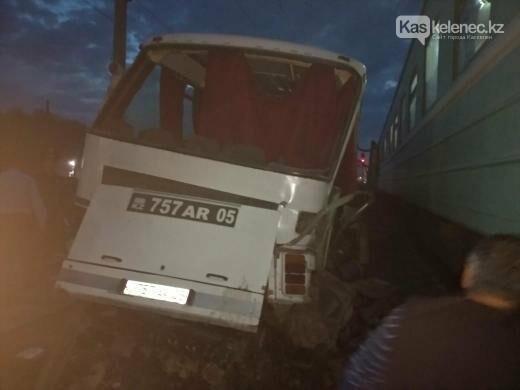 Авария с поездом на станции Шамалган: водитель погиб, пострадавшие находятся в тяжелом состоянии, фото-3