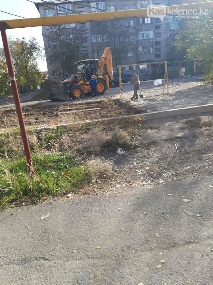 Детскую площадку в Каскелене сносят без согласия жильцов: аким молчит, фото-1