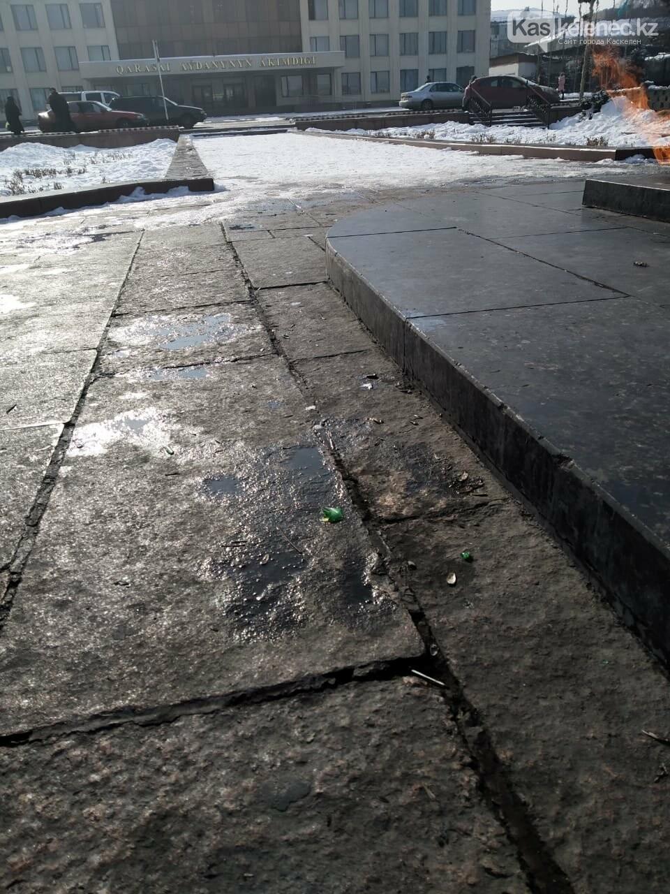 Памятник жертвам ВОВ в очередной раз осквернили в Каскелене, фото-4