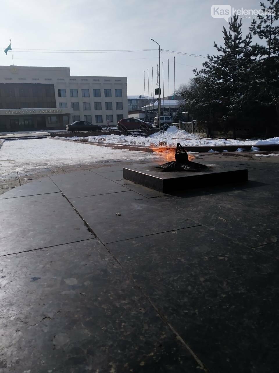 Памятник жертвам ВОВ в очередной раз осквернили в Каскелене, фото-5