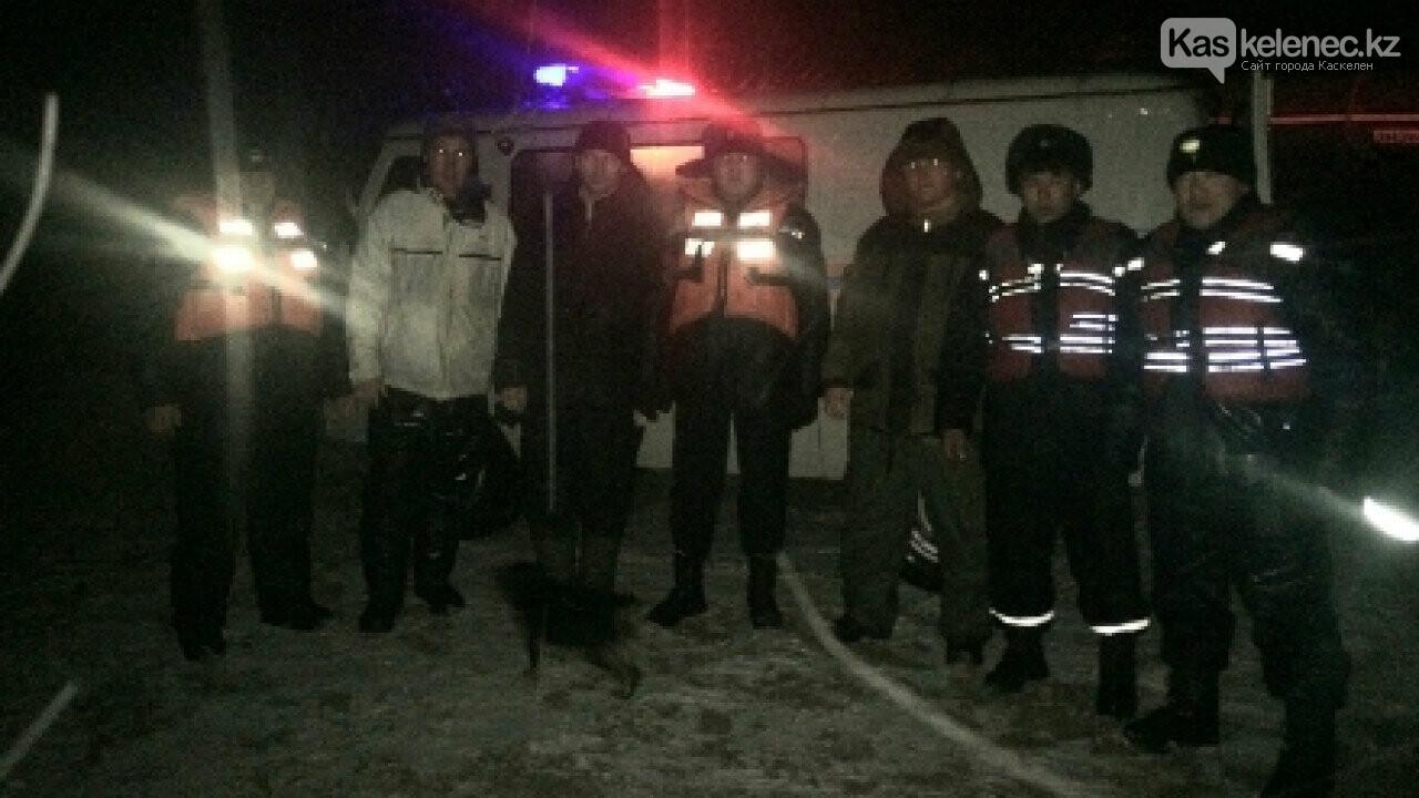 Трех рыбаков унесло в Капшагайское водохранилище на отколотой льдине, фото-1