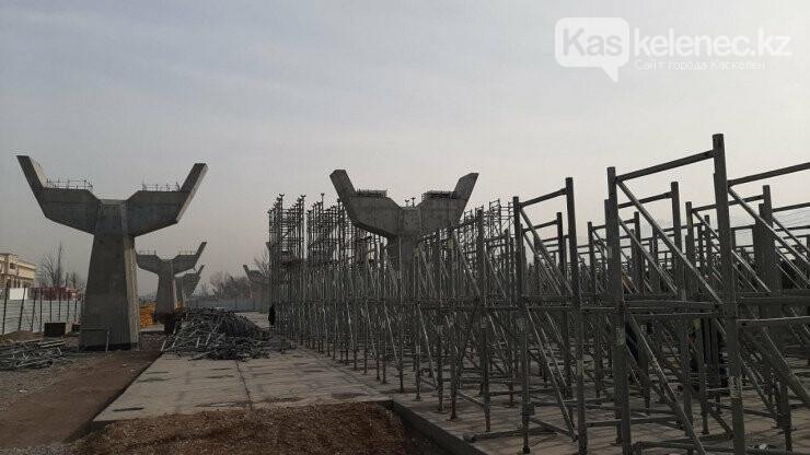 Проблемная развязка на «Алтын Орде»: выкуплены две мешавшие строительству дороги АЗС, фото-1