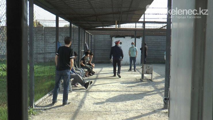 Как отбывают наказание арестованные нарушители карантина в Алматы: видео, фото-1
