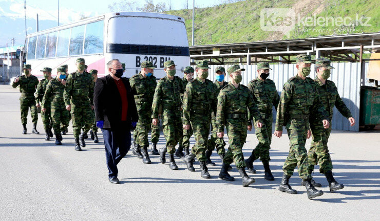 Спецпризывников отправили охранять изолированный ЖК «Асыл Арман» в Карасайском районе, фото-2