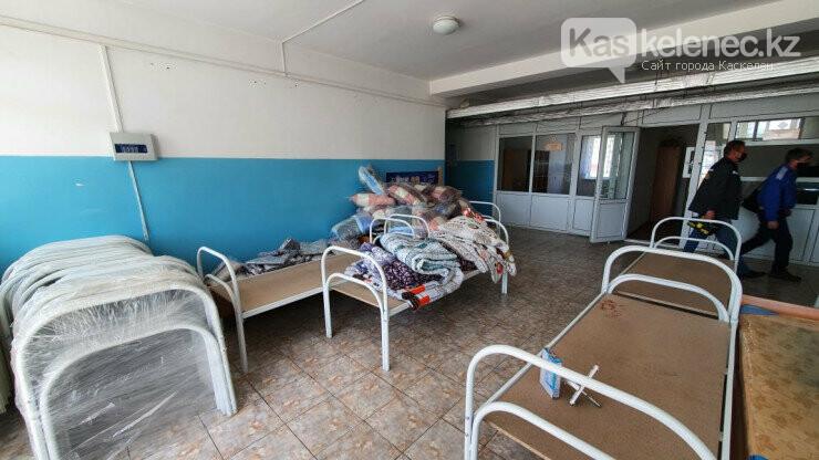Били окна, бросали кровати: появились фото «атакованной» амбулатории в поселке Береке, фото-5